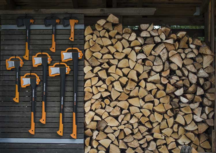 Fiskars_Garden_Environmental_X-series_Axes_toolshedwall(3)_resize