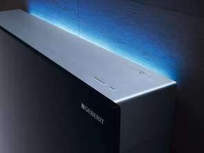 Geberit-Monolith-Plus-z-modroo-osvetlitvijo