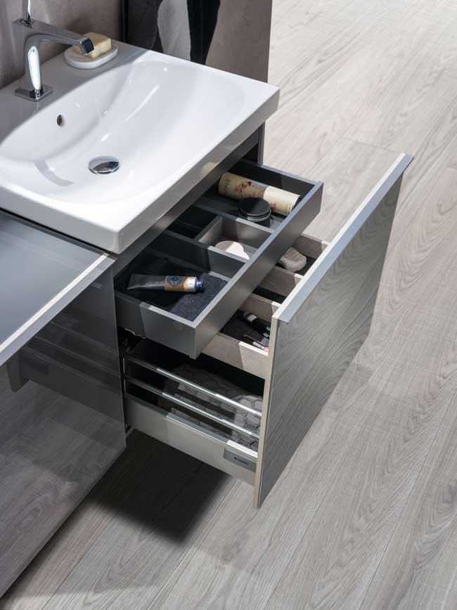 Geberit-pohištvo-pod-umivalnikom-z-uporabnimi-predali