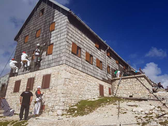 1--barvita-prenova-fasade-Triglavskega-doma-na-Kredarici